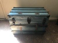 antique steamer trunk-min