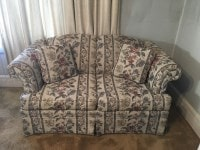 broyhill upholstered love seat-min