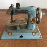 vintage sew master metal sewing machine-min